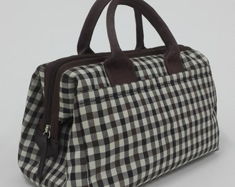 Doctor bag in brown fabric with nylon tape handle.