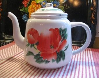 White flower enamel teapot made in China 1960/70 (tank) Red
