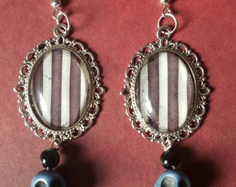 Skulls & stripes earrings
