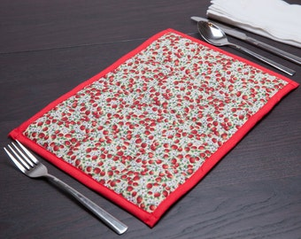 Quilted placemats, pack of 2, in strawberry print