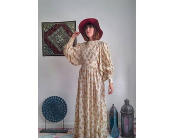 Vintage bohemian 1970's floral maxi dress. Size: UK 12