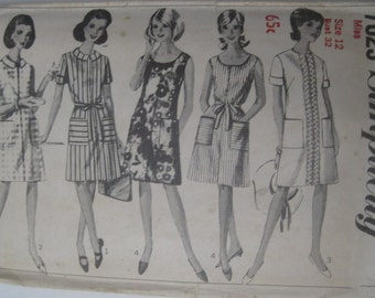 Simplicity 7025 1960s size 12 bust 32 A-line shift dress with collar and sleeve options