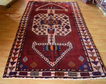 Antique Persian rug in Normal Condition Approx 50 years old