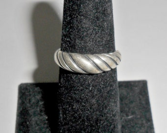 Pretty petite vintage ladies' KBN Kabana sterling silver band ring with braid design size 6