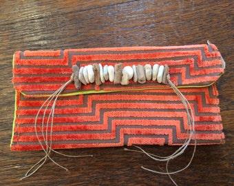 Pochette en tissus de tapissier créateur avec céramique