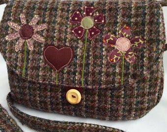 Plum tweed shoulder bag with appliqué design (medium)