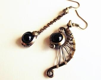 Ethnic asymmetrical earrings - brass - black