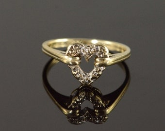 10K Genuine Diamond Accented Ring Size 5.5 Yellow Gold