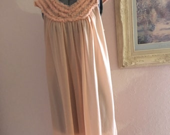 SALE Vintage peach adorable nightgown