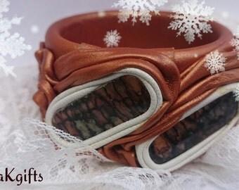 Leather bracelet with nacre