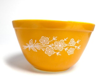 Pyrex 750 ml Bowl with Gold Butterfly Pattern