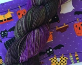 """Halloween Kit - SANDIA hand dyed sock yarn 4 oz/434 yds - colorway """"The Witch & the Toad"""" plus project bag"""