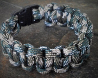 Camoflauge paracord bracelet with whistle clip.