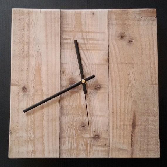 horloge murale en bois de palette recycl e. Black Bedroom Furniture Sets. Home Design Ideas