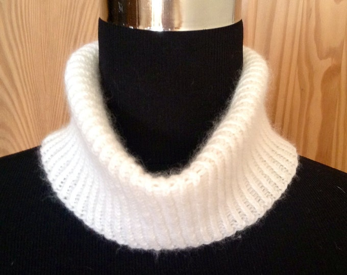 Ladies cream spring cashmere mini snood, cowl, collar by Willow Luxury