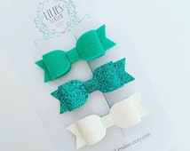 Glittery hair bows. Minty green, wool felt and sparkly glitter, small hairbows for women and girls. Pretty little hair accessories.