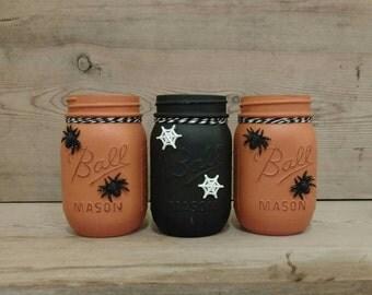 Halloween Decor, Halloween Mason Jars, Halloween Decorations, Halloween Jars, Painted Mason Jars, Fall Decor, Candy Jars, Halloween Party