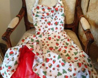 Vintage strawberry print net skirted rock'n'roll dress. Vintage. 32 bustx26x39x32 length