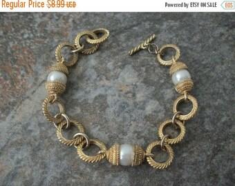 ON SALE Vintage Gold Tone Faux Pearl Bracelet 1488