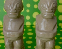 TIKI Salt & Pepper Shakers Trader Vic's Collectible Hawaiian Decor Luau Bar Kitchen