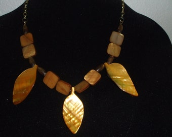 J-NE 167 -Shells and Stones Necklace and Earrings Set