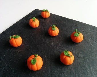 Fondant Pumpkins to decorate cakes and cupcakes.