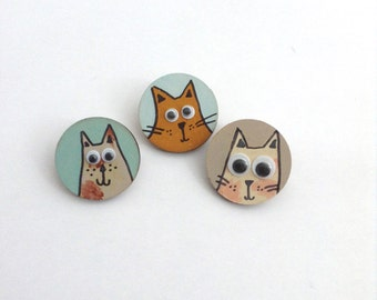 goggle eyed cat brooch