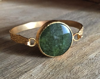 Large bangle with green agate stone