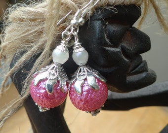 Vintage Style Wire Wrapped Capped Dangle Charms Hot Pink Bumpy Pearl Bead Earrings – ERU087
