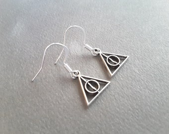 Small Deathly Hallows . Harry Potter . Earrings .