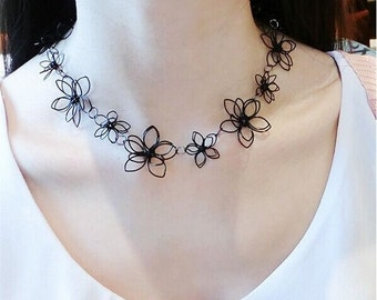 MOMODA daisy flower necklace, black daisy flower necklace