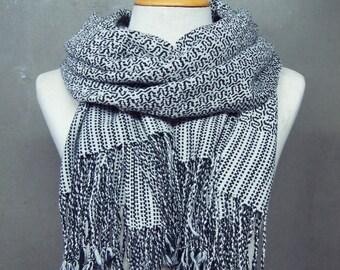 Black & White handwoven scarf