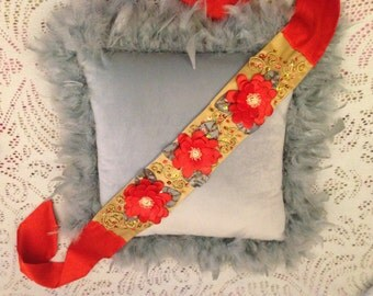 Silk belt with flowers embroidery