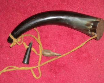 Vintage Powder Horn in Excellent Condition-PRICE REDUCTION