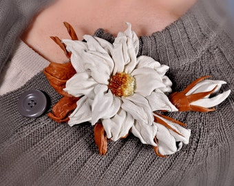 brooch spring outfit