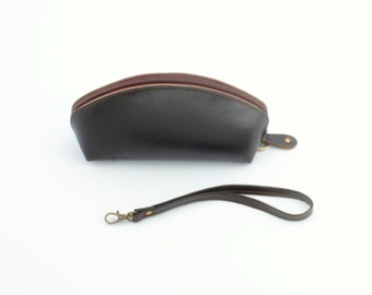 Leather wristlet on the go