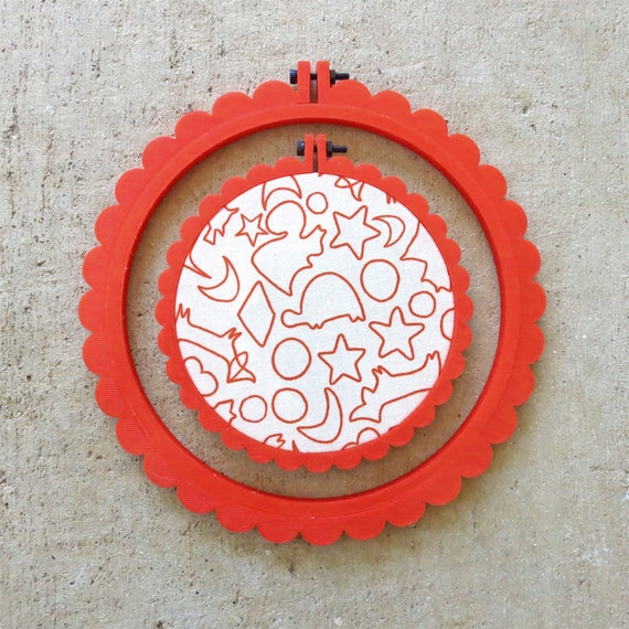 Red 3D Printed Scalloped Embroidery Hoop