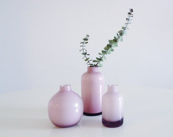 Set of vases in opaline glass