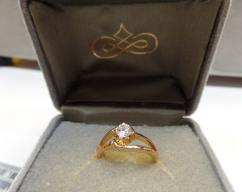 Wyndser ring gold tone size 5 cz, new old stock