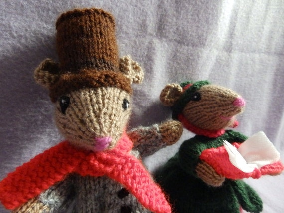 Christmas knits Knitted Dickensian Mice Christmas Decoration knitted Christmas toy Mr and Mrs Christmas Mice - Victorian carol singers