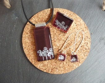 Jewelry color Burgundy and white glass set