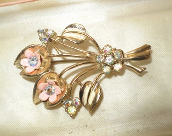 Lovely vintage 1960s rhinestone flower brooch
