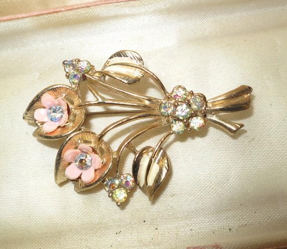 Lovely vintage 1960s rhinestone flower brooch