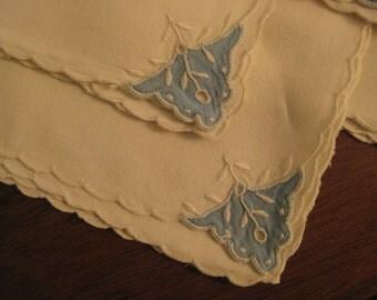 Vintage dinner linens/ set of 5