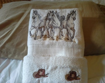 White Horses Towel Set