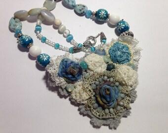 Textile necklace in AQUAMARINE.