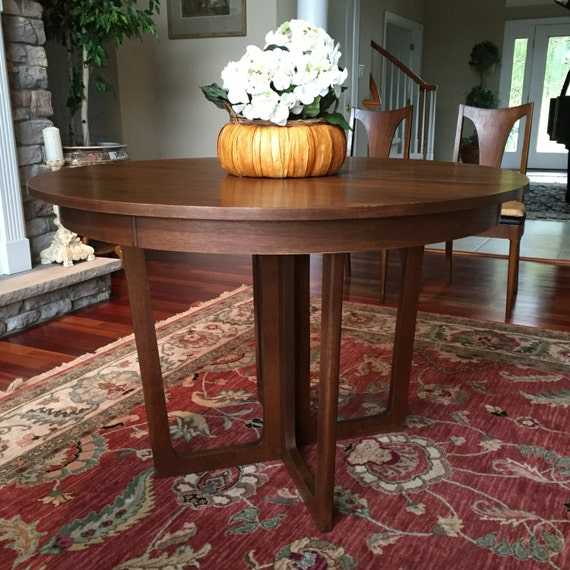 Broyhill Round Dining Table: Broyhill Emphasis Round Pedestal Dining Table & Lenoir Chairs