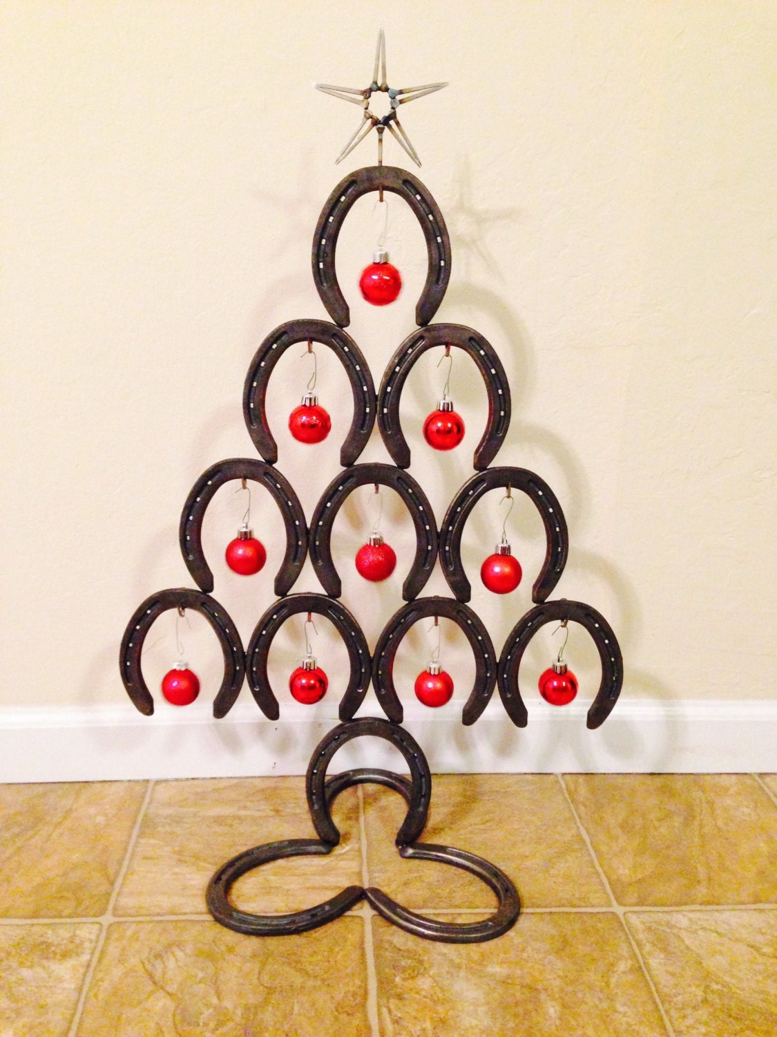 Chandeliers pendant lights for Christmas tree made out of horseshoes