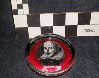 Paper weight - clear glass  with Shakespeare photo