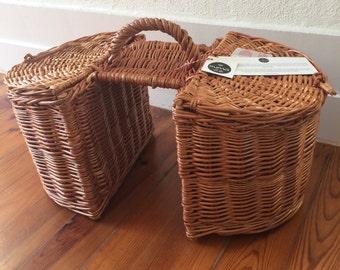 Hand-woven wicker bicycle double basket; Lidded wicker bicycle double pannier; Bike saddle basket